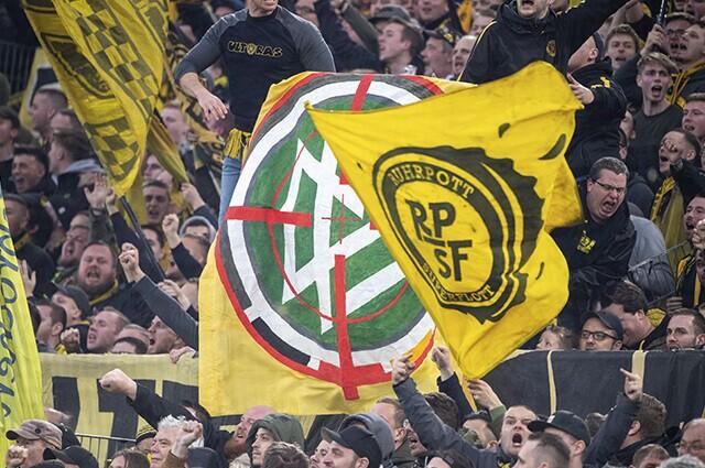 332248_Banderas de protesta en el fútbol de Alemania