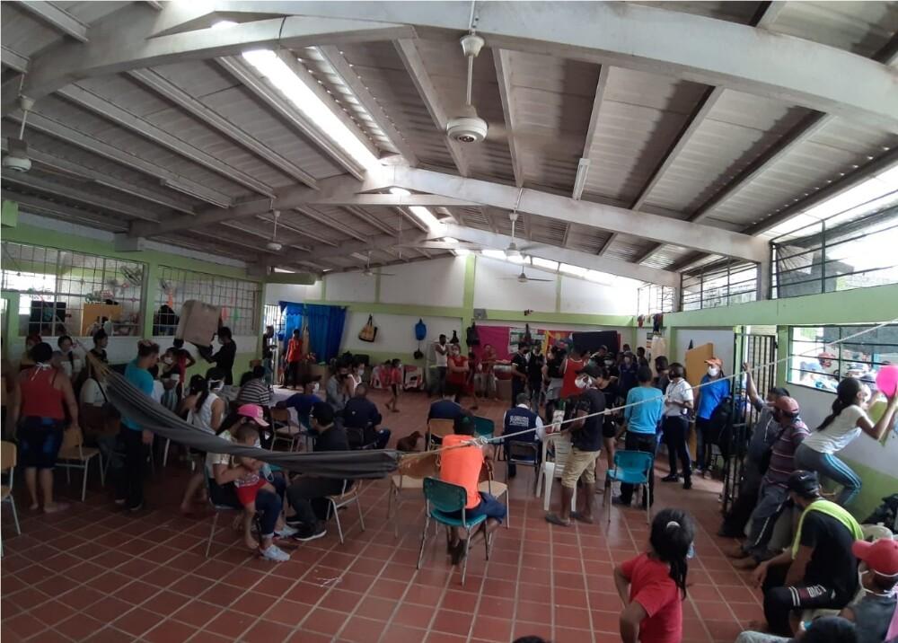 372243_Desplazados en Cúcuta permanecen aglomerados en una escuela // Foto: BLU Radio