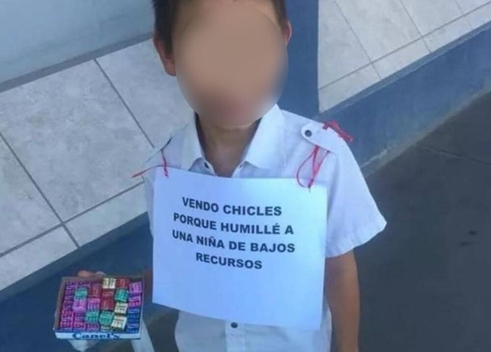 23561_Niño vende chicles por haberse burlado de una niña - Foto Facebook