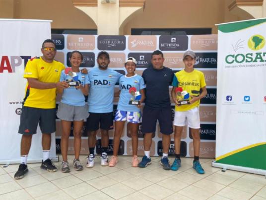 Tenistas colombianos brillaron en la Gira Cosat de Paraguay con varios títulos.