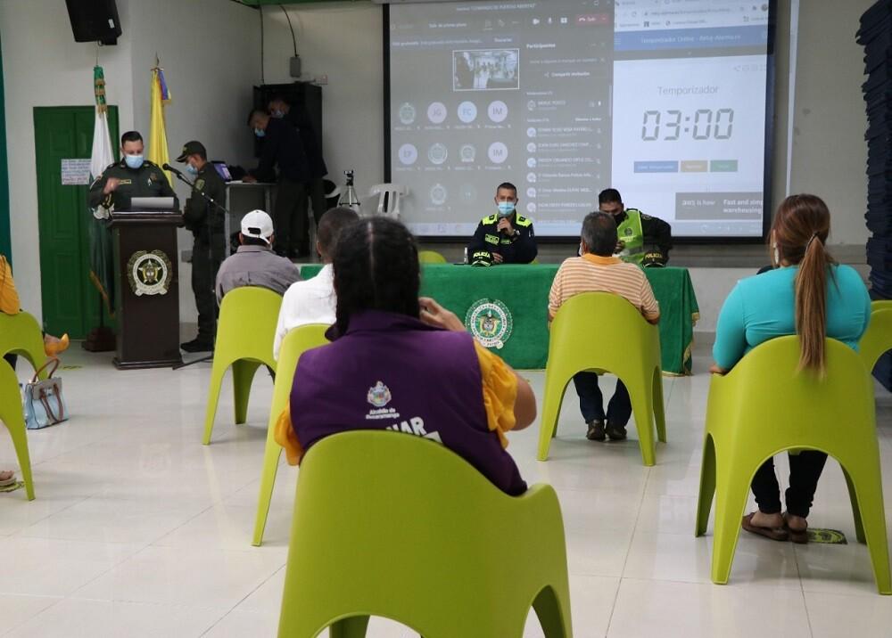 FOTO REUNIÓN POLICÍA.jfif