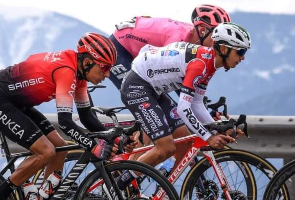 Santiago Umba y Nairo Quintana en el Tour de los Alpes.