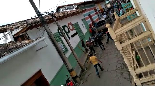 Pelea a machetes en Abejorral, Antioquia.png