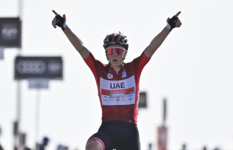Tadej Pogacar ganó la etapa 3 del UAE Tour.
