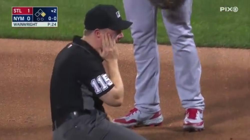 Golpe a árbitro en la MLB