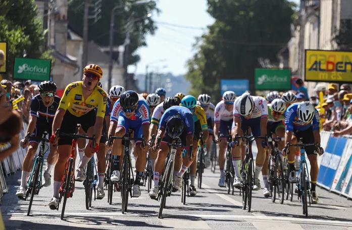 Nicolás Gómez fue quinto en la etapa 1 del Tour de l'Avenir 2021.