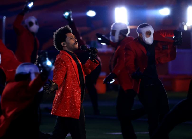 The Weeknd se presentó en el Super Bowl 2021.