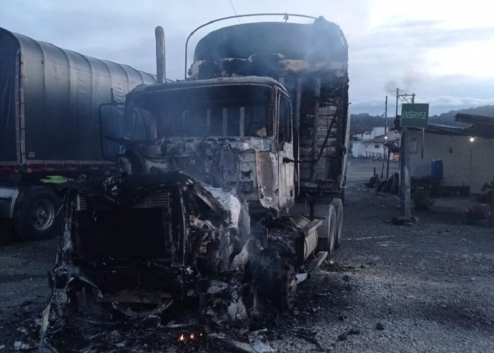 Camión quemado en Antioquia. Foto: Cortesía