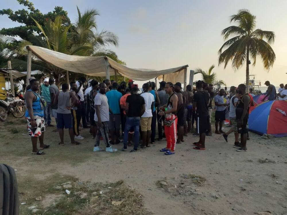 Migrantes represados en Necoclí, Antioquia