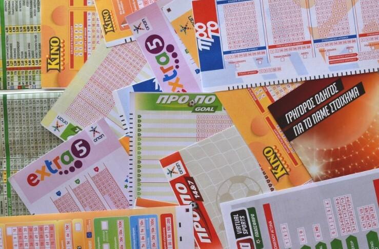 Hombre gano la lotería pero perdió el billete ganador y lo encontró en un estacionamiento.jpg