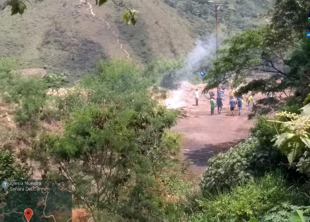 invasores en la zona rural de cali cambuches.jpg