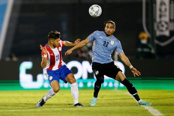 Acción de juego del partido entre Uruguay vs Paraguay.