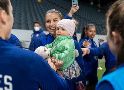 Alex Morgan no sabe si podrá llevar a su hija a los Juegos Olímpicos de Tokio.