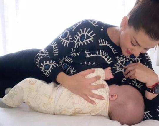 """""""Neurológicamente está más que perfecto"""": así va terapia de hijo de Carolina Cruz para la tortícolis"""