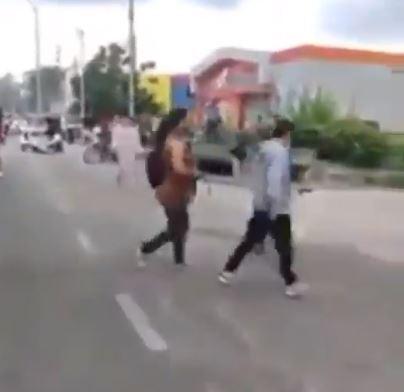 Madre sacó a su hijo de una protesta en el Atlántico