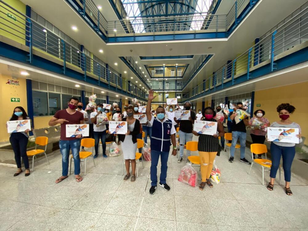 Ayudas de Uniatlántico a estudiantes damnificados en San Andrés.jpeg