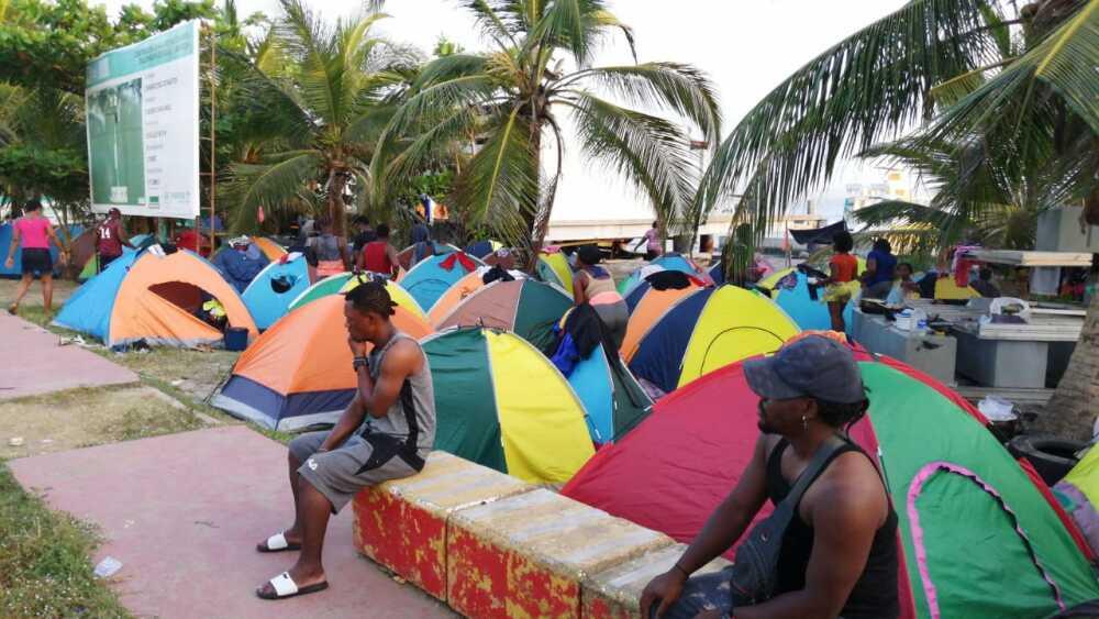 Migrantes varados en las playas de Necoclí, Antioquia