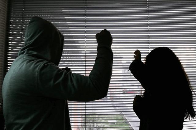 Cárcel para hombre que golpeó y amenazó de muerte a su mamá en Buenaventura.png