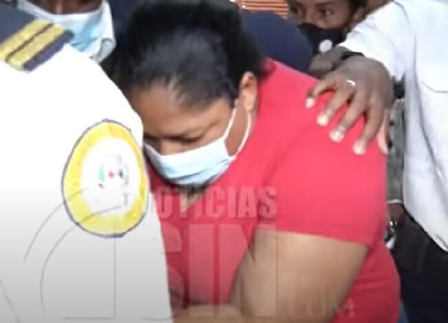 mujer acusada de pernderle fuego a la hija