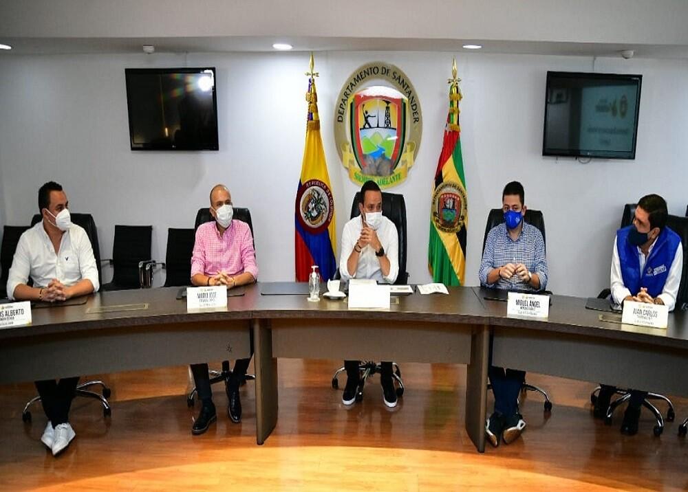 371206_BLU Radio. Alcaldes área metropolitana y gobernador / Foto: Gobernación de Santander