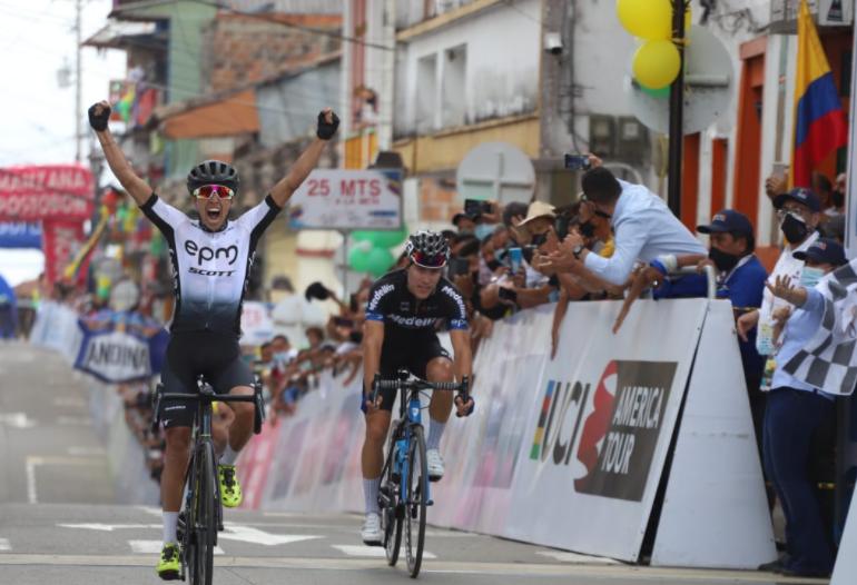 Aldemar Reyes ganó la etapa 5 de la Vuelta a Colombia: Foto: FCC.