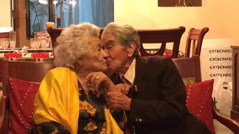 Julio-and-Waldramina-kissing_tcm29-627763.jpg