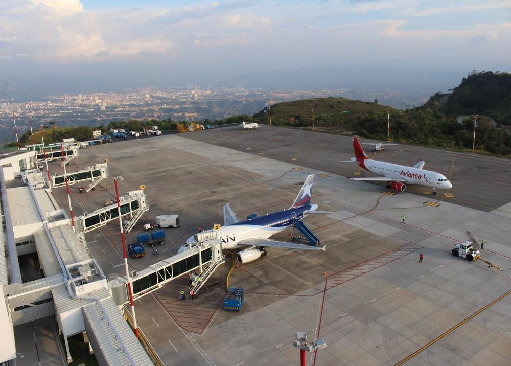 356013_BLU Radio. Aeropuerto Palonegro. Foto: Aerooriente