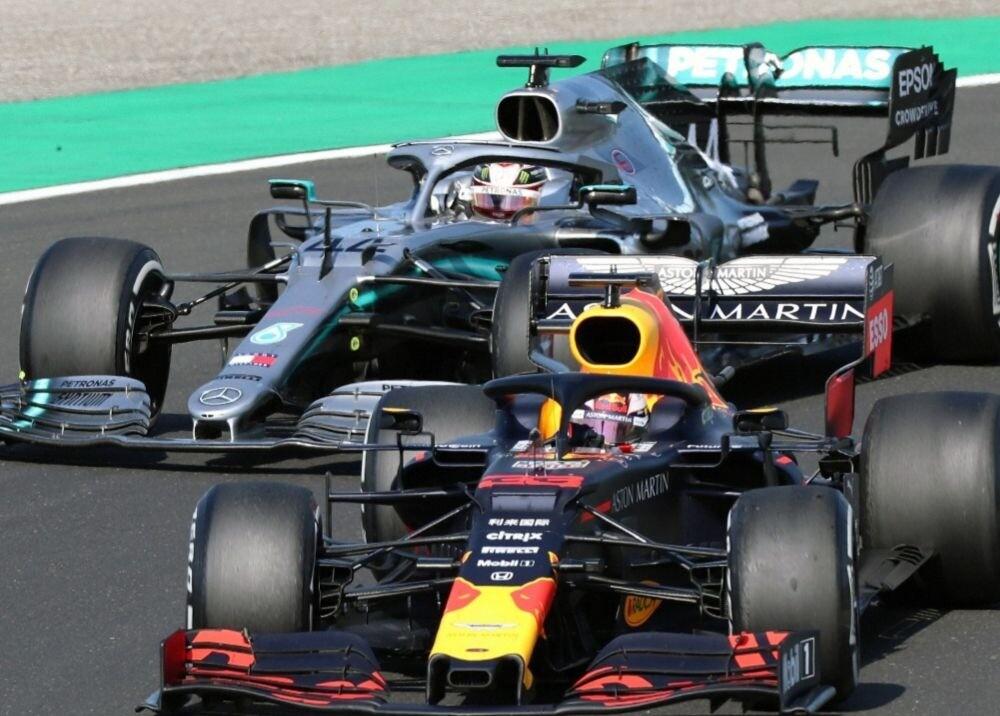 371368_Hamilton y Verstappen / AFP