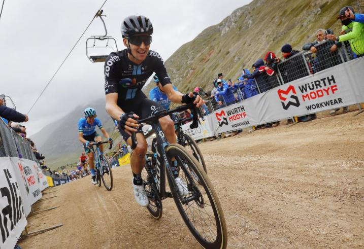 Jai Hindley se retiró del Giro de Italia 2021.