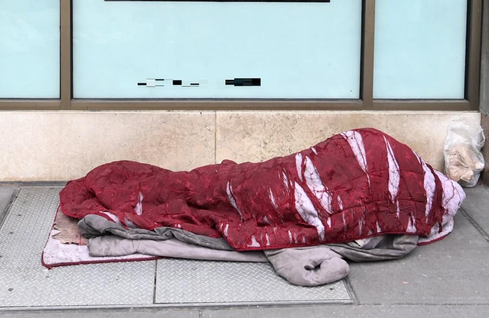 Mujer murió en la calle sin saber que era la heredera de una fortuna