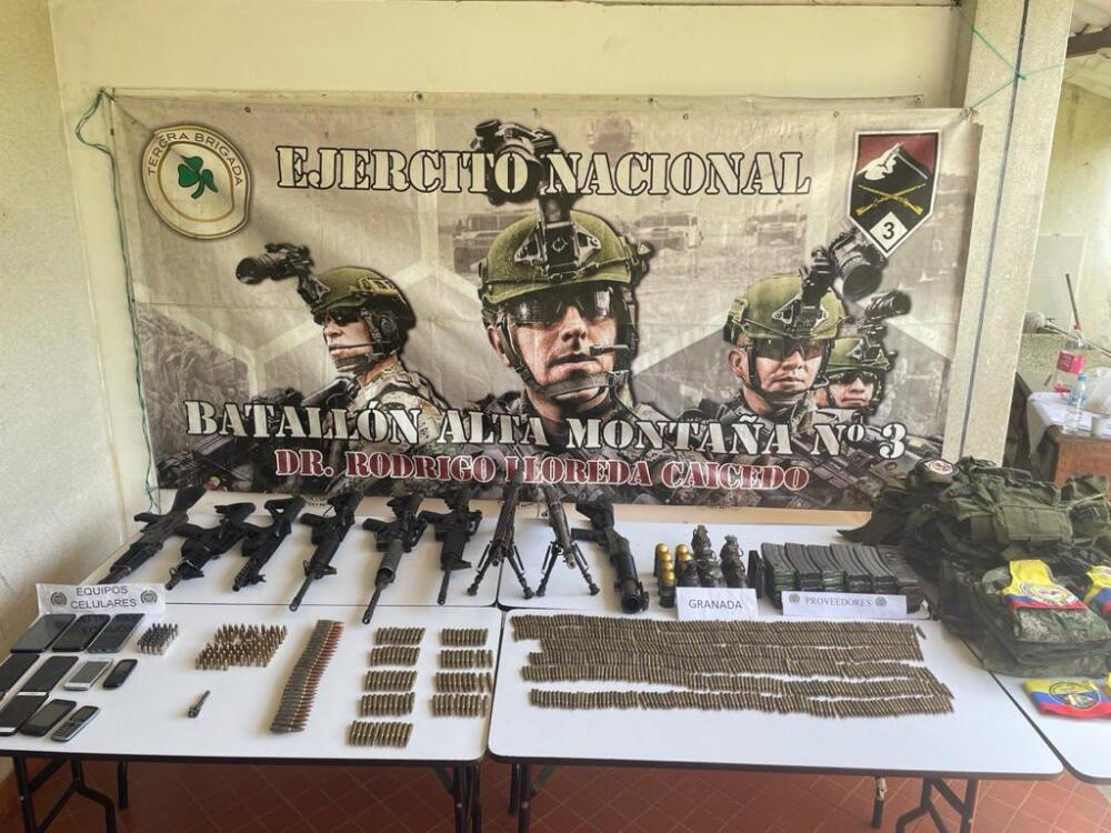Tremendo arsenal que Ejército halló dentro de una casa en zona rural de Dagua