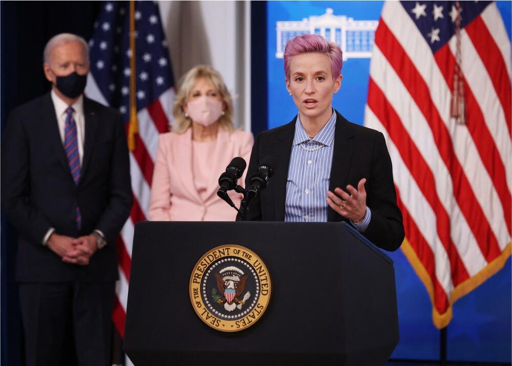 Megan Rapinoe y Joe Biden_AFP.jpg