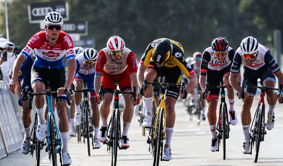 Mathieu van der Poel ganó la etapa 1 del UAE Tour.