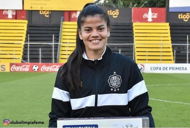 polémica en Paraguay por regalarle ollas a futbolista.