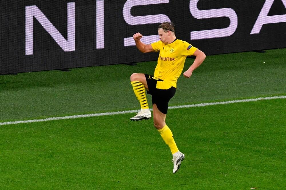 Haaland celebra gol con el Dortmund.jpeg