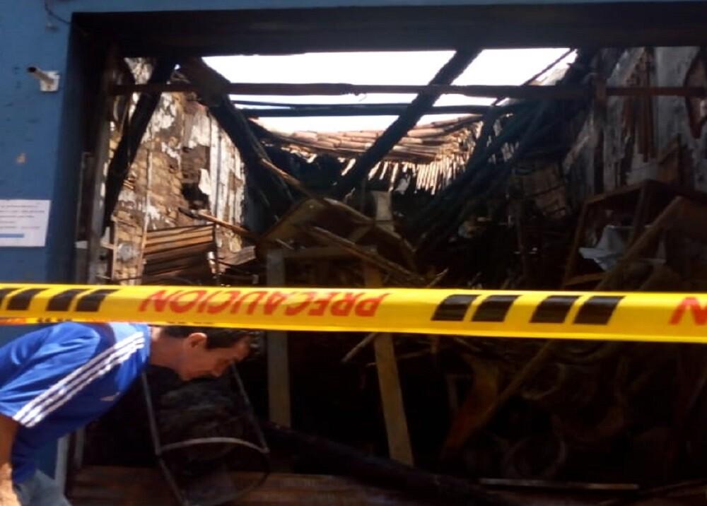 350201_BLU Radio. Incendio de ferretería en Bucaramanga / Foto: Blu Radio