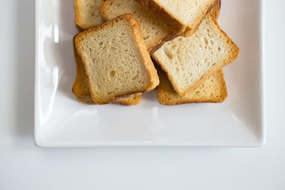 Niño con fobia a la comida vivió de comer pan tajado y yogurt durante 10 años