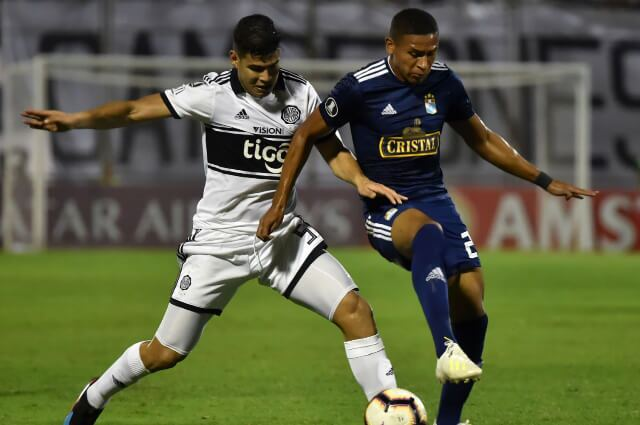 333893_Jorge Arias, jugador colombiano en el Olimpia paraguayo