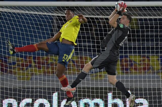 Emiliano Martínez y Yerry Mina, en Eliminatorias