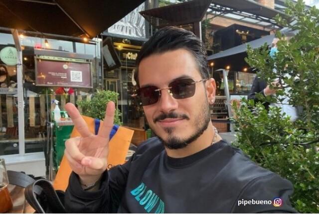 Máximo, hijo de Pipe Bueno, disfruta de los mariachis