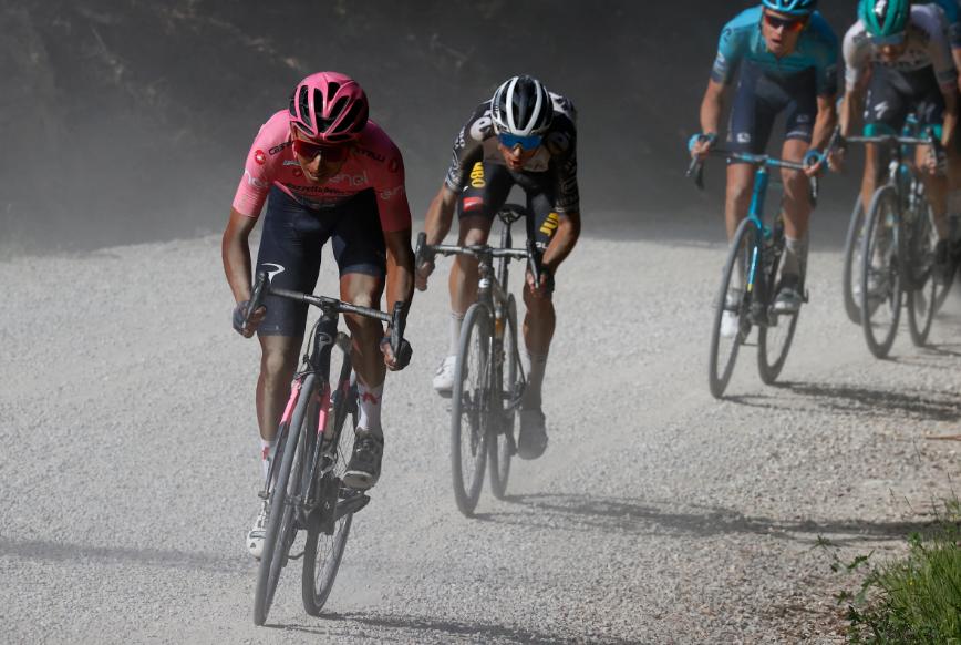 Egan Bernal se afianzó en el liderato del Giro de Italia tras la etapa 11.