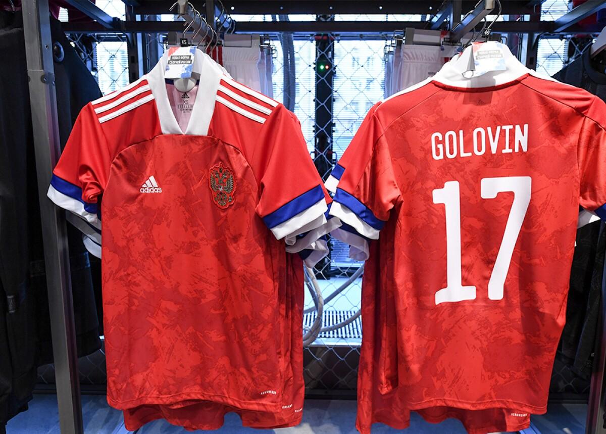 sección Bermad Horror  Adidas puso la bandera rusa al revés en la nueva la camiseta de la selección