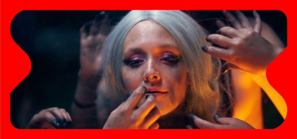 Lucille Dupin en su video musical 'Mujeres' (2020), dirigido y producido por Ernesto Vientos, bajo el arte de ISLA Producciones.