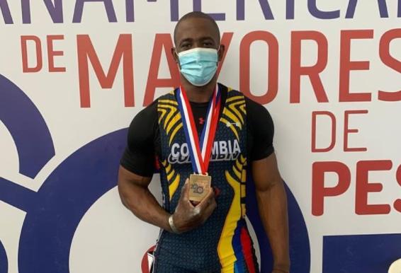 Lesman Paredes ganó tres medallas de oro en el Panamericano de pesas.