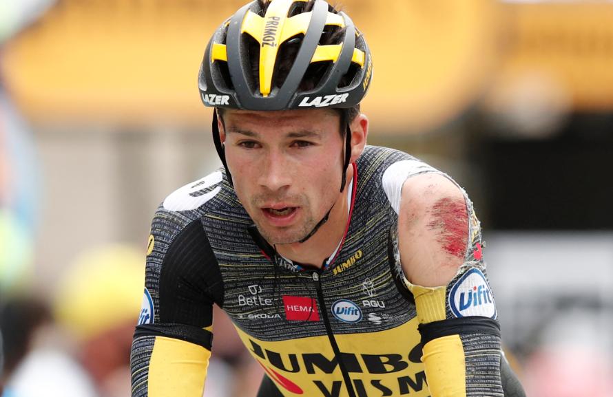 Primoz Roglic fue uno de los ciclista que se cayó en la etapa 3 del Tour de Francia.