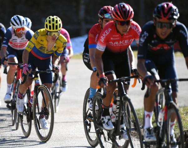 Sergio Higuita y Nairo Quintana en la etapa 4 de la Tirreno-Adriático. Getty Images