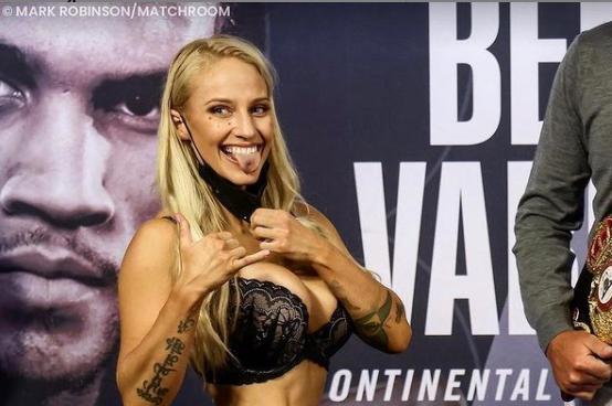 Ebanie Bridges perdió su pelea de boxeo frente a Shannon Courtenay.