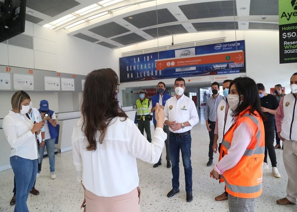 370384_BLU Radio. Protocolos bioseguridad Aeropuerto Palonegro / Foto: Gobernación de Santander