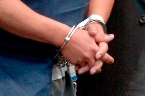 46181_102505-detenido-captura-capturado-esposado-esposas-efe.jpg