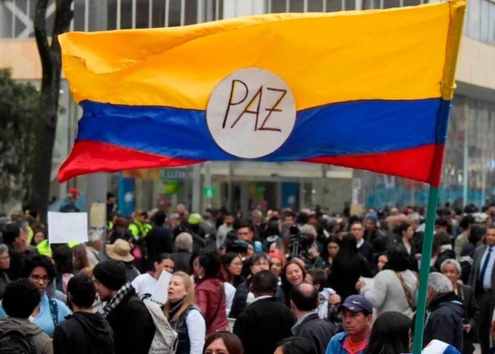 334471_BLU Radio // Manifestación en favor del acuerdo de paz // Foto: Twitter @DefendamosPaz